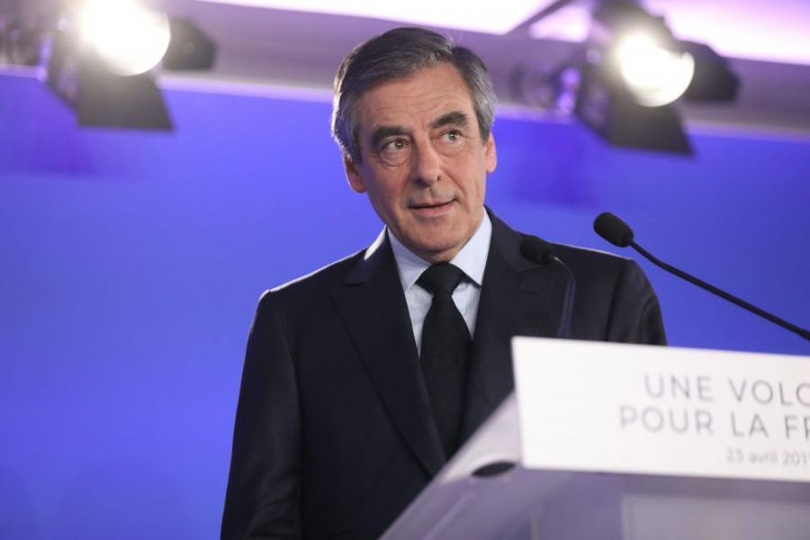 Actualite Actualite Emplois fictifs : François Fillon convoqué par les juges le 30 mai
