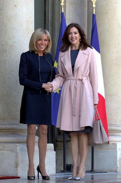 Actualite Actualite Sur le perron de l'Elysée, Brigitte Macron accueille la Princesse Mary du Danemark