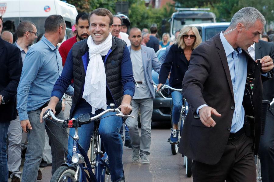 Actualite Actualite Bain de foule et balade à vélo au Touquet pour Emmanuel et Brigitte Macron