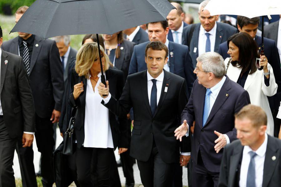 Paris Paris Brigitte et Emmanuel Macron, opération séduction pour les JO