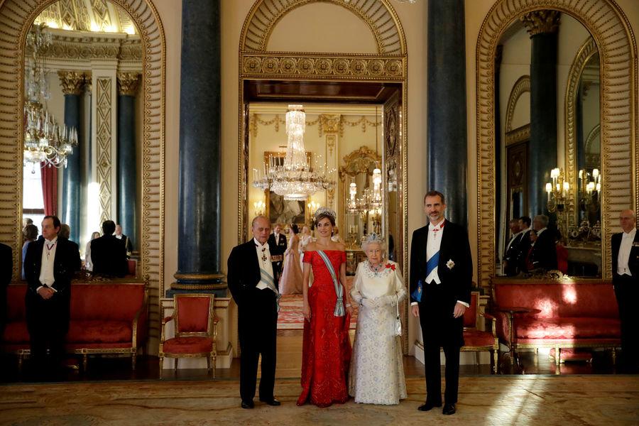 International International Elizabeth II et Kate Middleton parées d'éblouissants bijoux en l'honneur de Felipe et Letizia d'Espagne