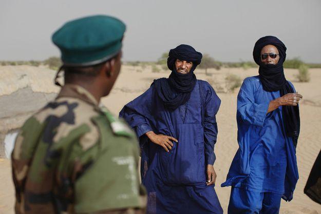 Actualite Actualite Au Mali, une importante tribu Touareg vole au secours du président IBK