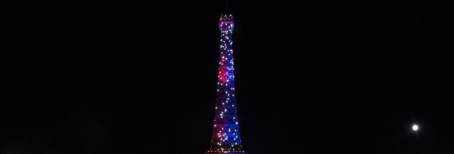 Paris Paris La Tour Eiffel, un objet de communication massive?