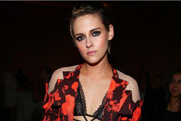"""Femmes Mode Scandale sexuel à Hollywood : Kristen Stewart """"sauve"""" des femmes sur les tournages"""