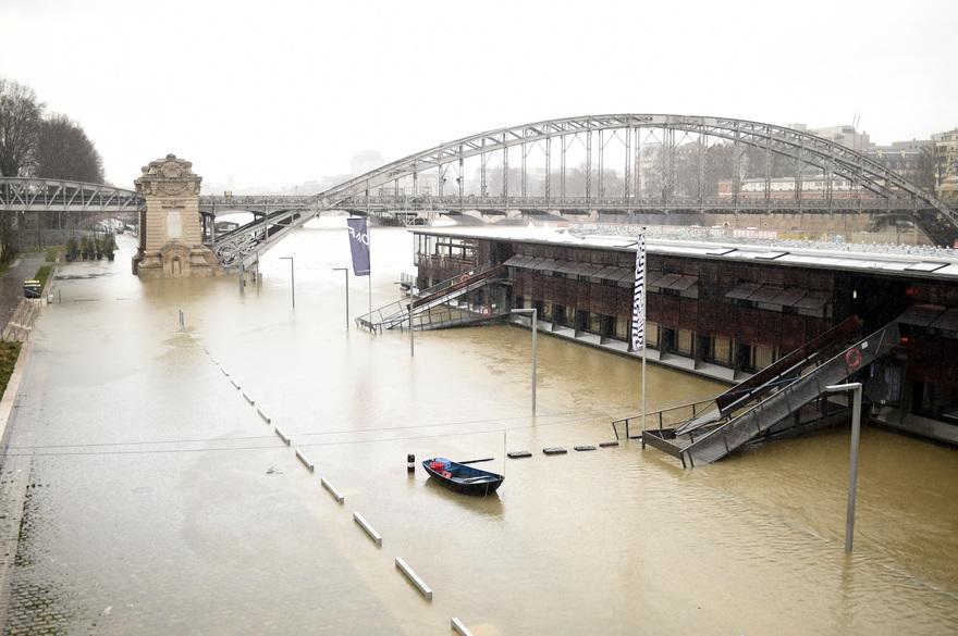 Paris Paris Crue de la Seine: craintes de coupures de courant à Paris
