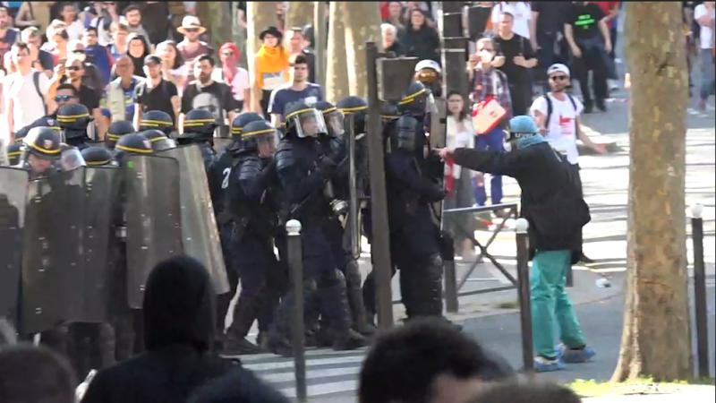 Paris Paris Manifestation du 19 avril: à Paris, le cortège émaillé de heurts entre militants et forces de l'ordre