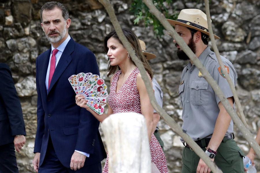 International International La reine Letizia joue de l'éventail à San Antonio