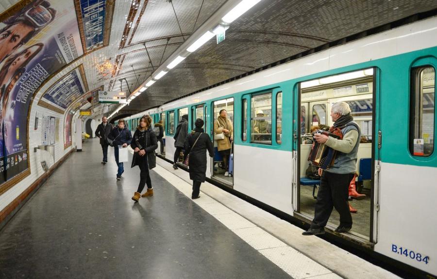 Paris Paris Paris: Une bombe lacrymogène déclenchée dans une rame du métro parisien