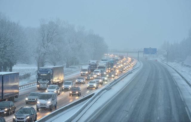 Paris Paris Ile-de-France: La RN118 rouverte à la circulation après sa fermeture dans la nuit pour cause de neige