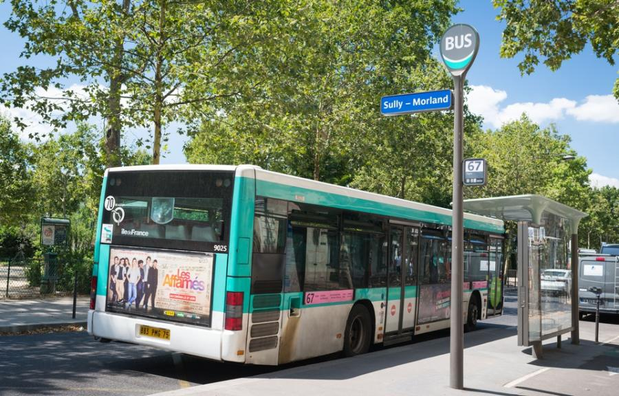 Paris Paris Paris: Acheter son ticket à bord d'un bus «fait perdre 150.000 heures par an sur les trajets»